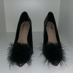 Sparkly Black Pointed Toe Heels with Feathers